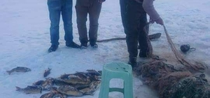 Buzla kaplanan Türkiye'nin en yüksek gölünde balık avı