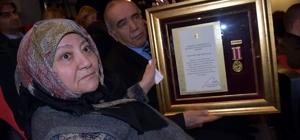 Şehit Yüzbaşı Çevik'in ailesine Devlet Övünç Madalyası
