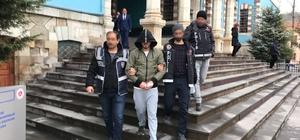 Uyuşturucu ticareti yaptıkları iddiasıyla gözaltına alınan 2 kişiden biri tutuklandı