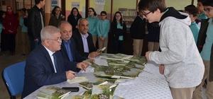 Yazar Çapkıner'den Gazi Ortaokulu'nda imza günü