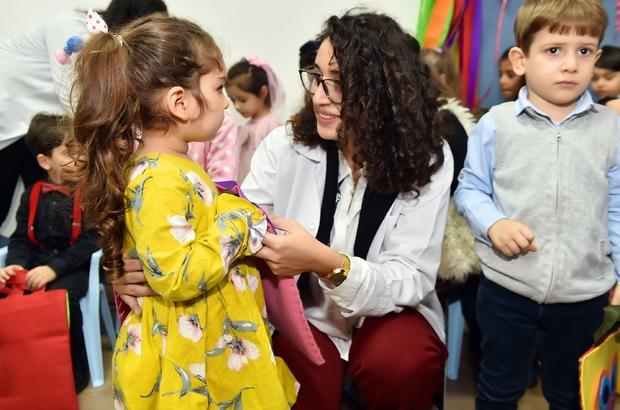 Beyoğlu'nda, 700 anaokulu öğrencisi ilk karnelerini aldı