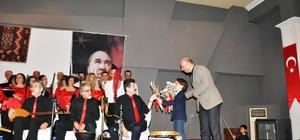 Ayvalık'ta, öğretmenler korosundan yılın ilk konseri