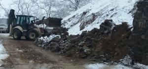 Kar yağışı toprak kaymasına neden oldu