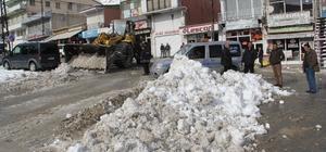 Başkale'de kar temizleme çalışması devam ediyor