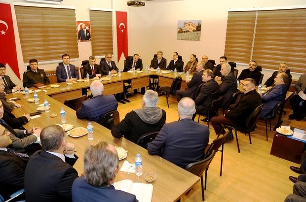 Rize Valisi Erdoğan Bektaş muhtarlarla İyidere'de bir araya geldi