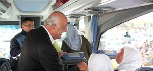 Başkan Seyfi Dingil, umreye giden vatandaşları uğurladı