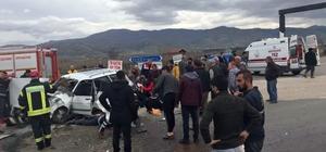 laşehir'de otomobil ile kamyonet çarpıştı: 6 yaralı