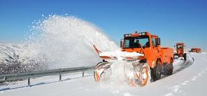 Muş'ta karla mücadele çalışması