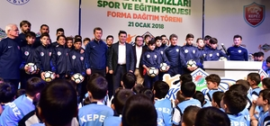 Kepez'den Futbola 685 Yıldız Adayı