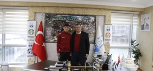Başkan Duymuş şampiyon olan sporcuyu tebrik etti