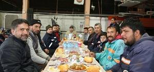 Başkan Sarıoğlu, Fen işleri personeliyle yemek yedi