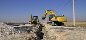 Diyarbakır'ın yeni yerleşim bölgelerinde içme suyu şebekesi döşeniyor