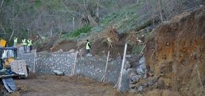 Kartepe Belediyesi Eşme Ahmediye'de taş duvar yapıyor