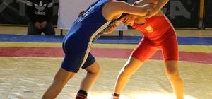 Büyükşehir Güreş turnuvasının birincileri belli oldu
