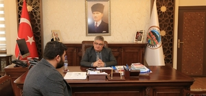 Vali Pekmez, halk gününde vatandaşları dinledi