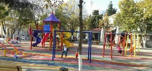 Çocuklar, Ahmet Yesevi Parkı'nda tatilin tadını çıkarıyor
