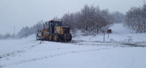 Büyükşehir ekipleri, kar yağışına anında müdahale ediyor