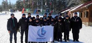 İzciler kış kampında zorlu şartlarda yaşamayı öğreniyorlar