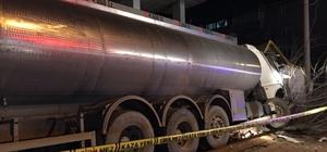 Su tankeri güvenlik kulübesine girdi: 2 yaralı