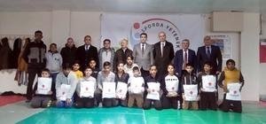 Roman çocuklara judo kıyafeti dağıtıldı