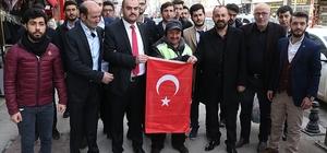 Karabük'te esnafa Türk bayrağı dağıtıldı