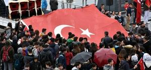 Öğrencilerden Mehmetçik'e destek yürüyüşü