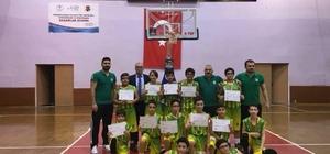 aşak Koleji Küçük Erkekler Basketbol Takımı il şampiyonu