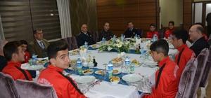 Kaymakam Özkan, şampiyon sporcuları ağırladı