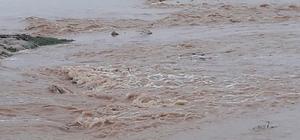Kızıltepe'de tarlalar su altında kaldı