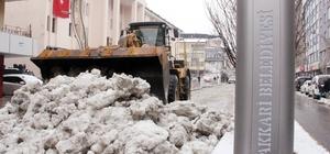 Hakkari Belediyesinden kar temizleme çalışması