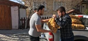 Ülkü Ocakları ihtiyaç sahiplerine patates dağıttı
