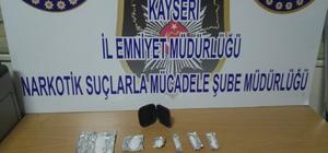 Uyuşturucu satıcılarına yakalandı