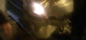 Kamyonet ile hafif ticari araç çarpıştı: 1 Yaralı