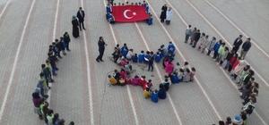 Minik kalpler Mehmetçik için dua etti