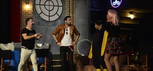 """Şen Makas"" oyunu Bursa'da sahnelendi"