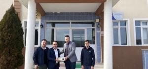 Domaniç Ülkü Ocakları Başkanlığı, okula projeksiyon cihazı bağışladı