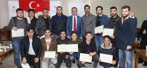 AK gençlere sertifikaları Başkan Köşker'den
