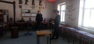 Polisten ilkokul öğrencilerine seminer