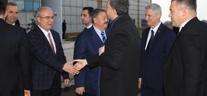 """ÇÜ Eczacılık Fakültesine """"Halil Avcı"""" imzası"""