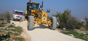 Erdemli kırsalında sera yolları açılıyor
