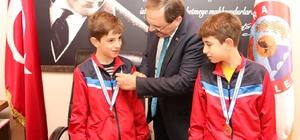 Başkan Şahin'den özel sporculara altın