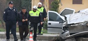 Denizli'de otomobil kamyona çarptı: 1 ölü, 2 yaralı