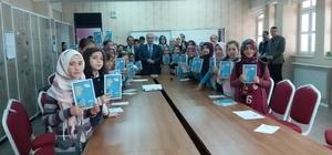 Başkan Kutlu öğrencilere kitap dağıttı