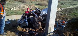 Şanlıurfa'da otomobil yön levhasının direğine çarptı: 1 ölü, 2 yaralı