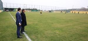 Başkan Karabacak, Darıca Gençlerbirliği'ni antrenmanına konuk oldu