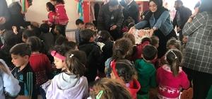 Suriyeli çocukların yüzlerini güldürdüler