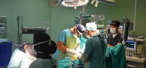 AEÜ Eğitim ve Araştırma Hastanesinde by-pass ve şah damarı ameliyatı aynı anda gerçekleştirildi