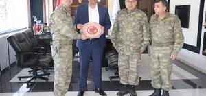 Tuğgeneral Köseali'den Belediye Başkanı Ayhan'a teşekkür plaketi