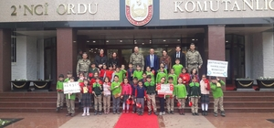 inik öğrencilerden askere moral ziyareti