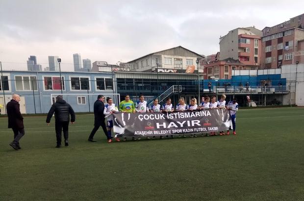 Kadın futbolcular, maça çıkmadan 'Cinsel istismara hayır' pankartı açtı